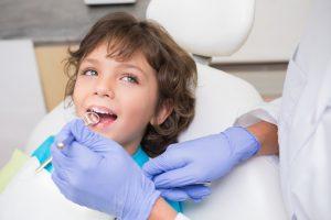 dziecko u stomatologa ma badanie